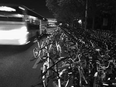 机动车道成共享单车停车场