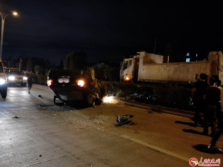 浙江义乌稠义路柯村路段因超车发生一起交通事故