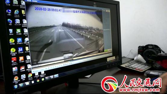 江苏盐城:高速上倒车逆行   后车记录仪拍下全程被处罚