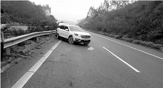 高速上车辆失控撞向护栏 厂家答应退车