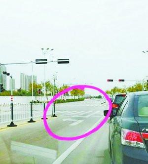 集美一路口交通标识让人
