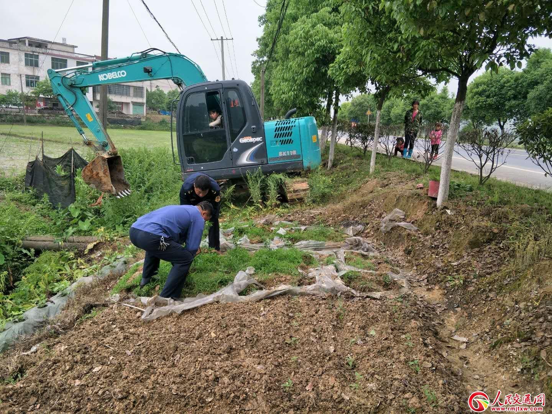 """江西分宜公路分局全力支持""""拆三房建三园""""农村环境整治行动"""