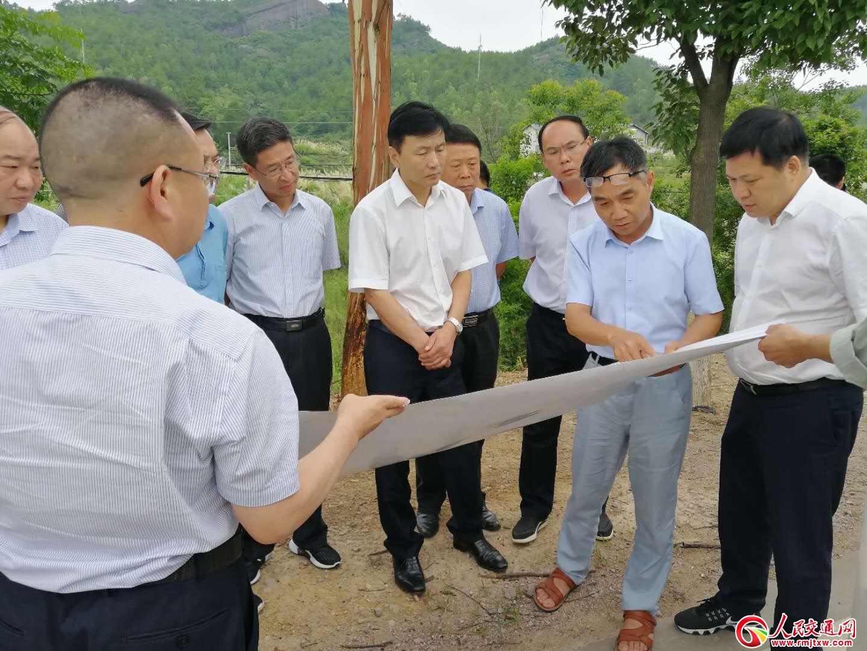 江西省交通运输厅党委书记王爱和调研寻乌路域环境整治和公路建设工作