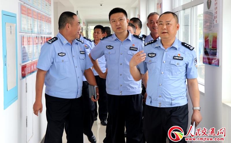 海南三亚公安局来常德交警直属一大队交流公安党建工作