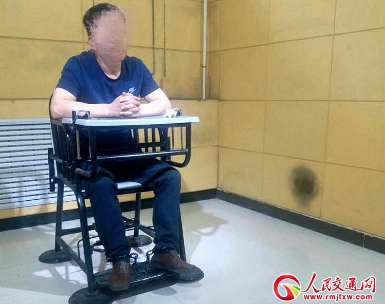 福建一逃犯漂白身份二十六年  潜逃陕西行医被抓
