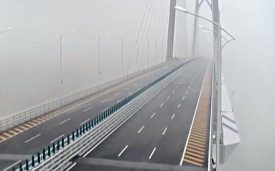台风经过中的港珠澳大桥