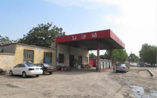 河北石家庄赞皇县黑加油站公然经营运行