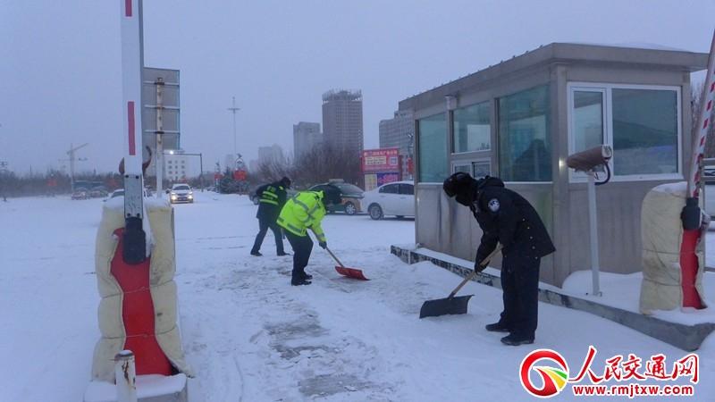 内蒙古锡林铁警积极应对风雪恶劣天气