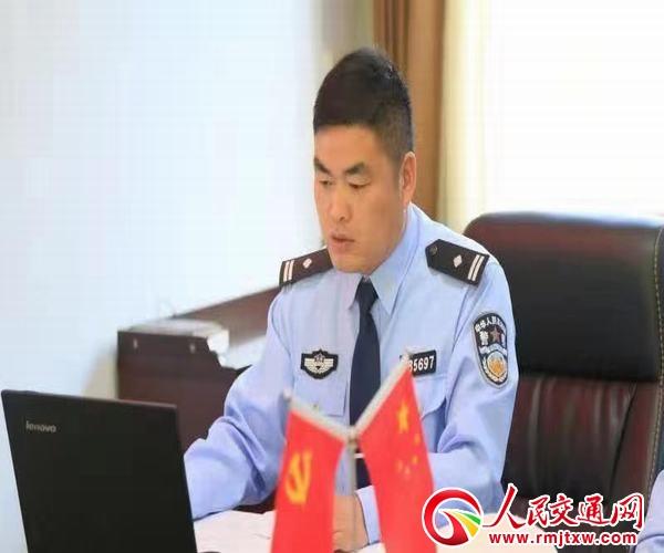 河南淮滨:一心扑在保畅路上的好交警——卢涛