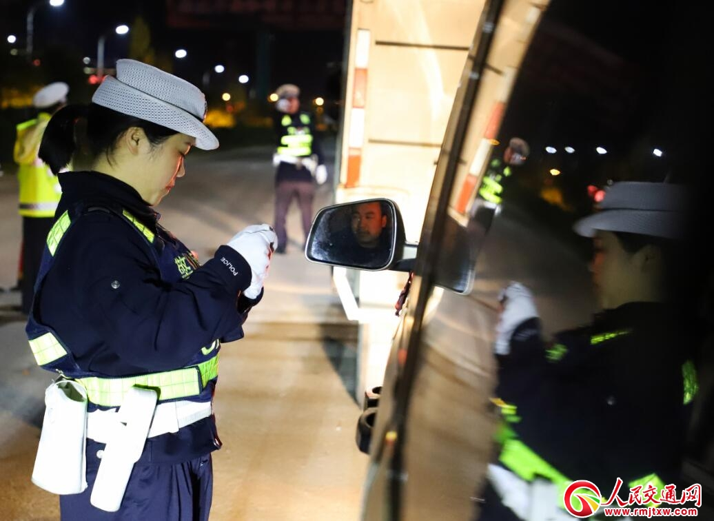 贵州丹寨:严打交通违法 维稳交通秩序