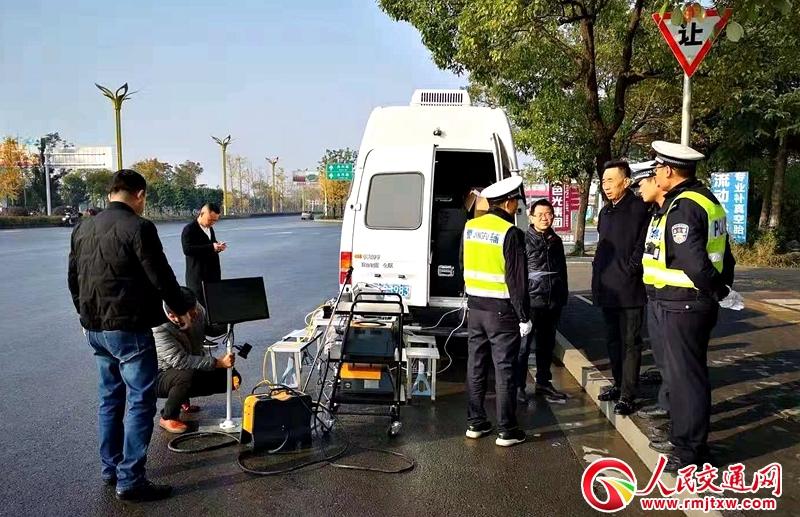 湖南常德:交警环保联合执法  共同守护常德蓝天