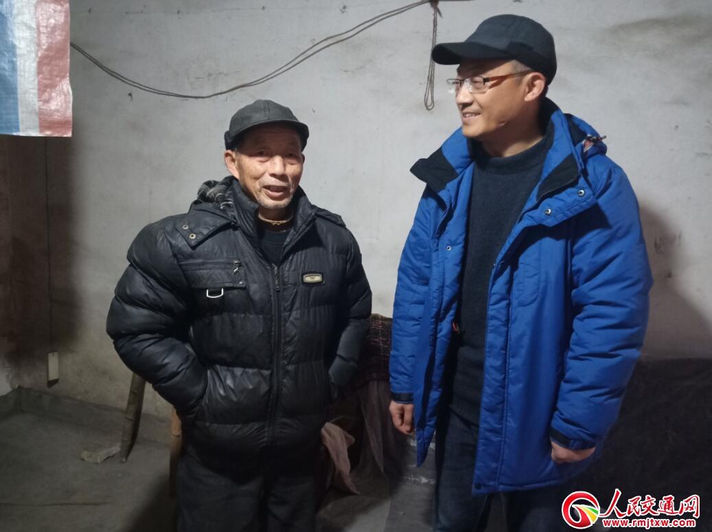 江西分宜公路分局冒雨走访慰问贫困户