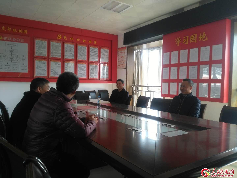 江西省公路管理局慰问分宜一线养护工人
