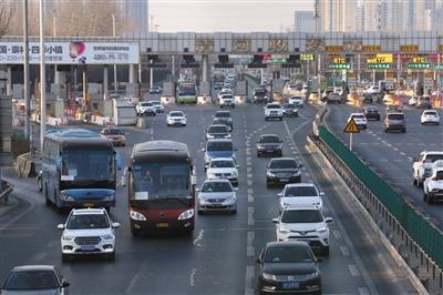 春节后第一个工作日 公交增200部机动车