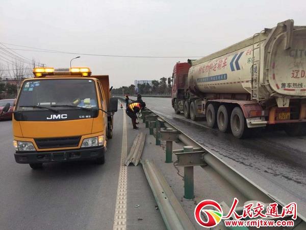 安徽颍上公路分局检修公路附属设施 为春运提供安全保障