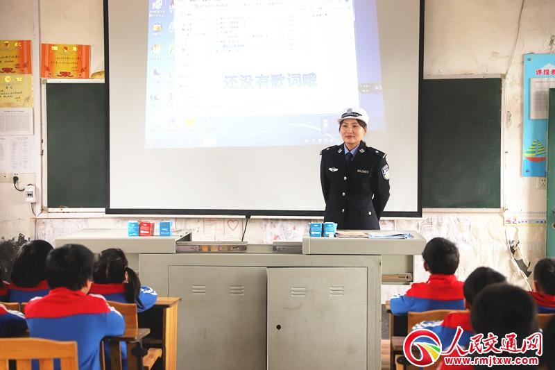 湖南新邵交警安全知识宣讲进校园