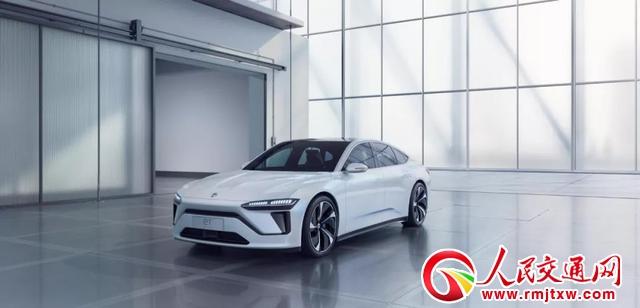 跨国车企在上海车展发布的纯电动汽车仿佛让人置身历史
