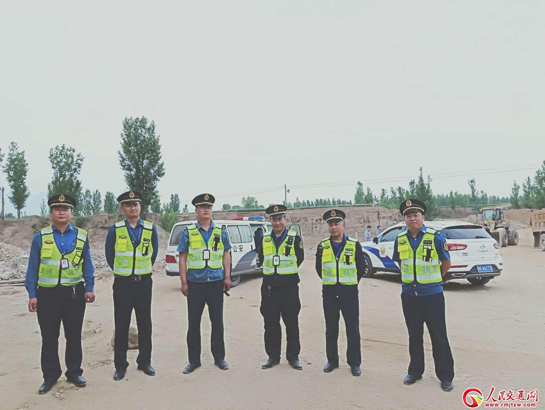 河南辉县市交通局积极参与部门联动 依法查处取缔非法装载砂石矿产资源场地