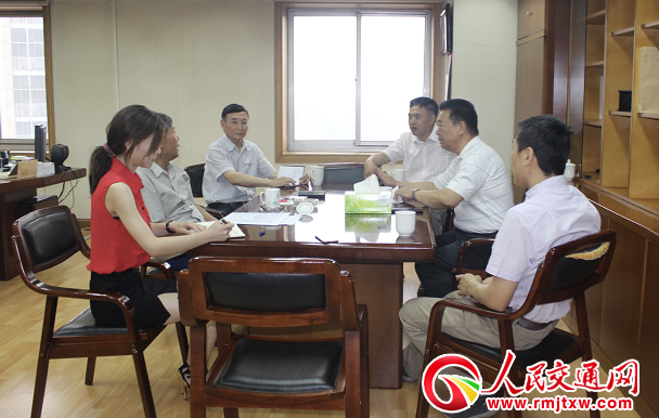 上海兼职论坛:胡亚东会见中国交通书画协会会长刘功臣一行