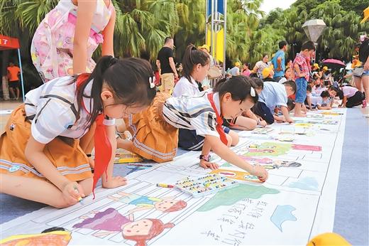 百色市举行首届交通安全绘画比赛