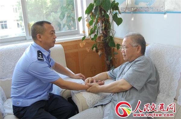 贵州锦屏院士工作站专家送健康礼包进警营