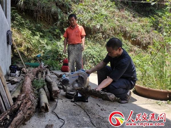贵州锦屏民警:进农家 同劳动 助脱贫