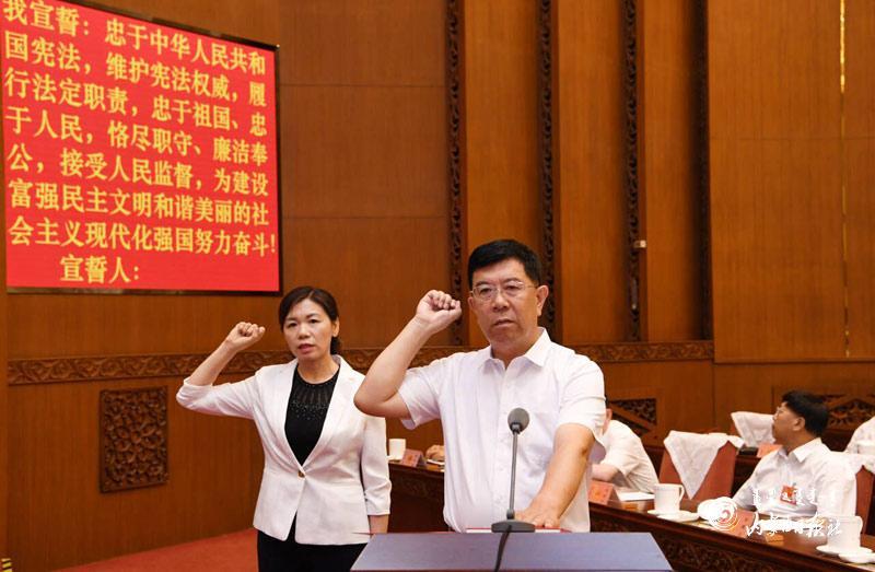 自治区十三届人大常委会第十四次会议举行第三次全体会议