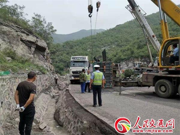 山东柴油车被撞泄漏 河北井陉多部门联合妥善处置
