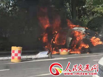 南京网约车后座起火一死一伤 乘客带锂电池组上车