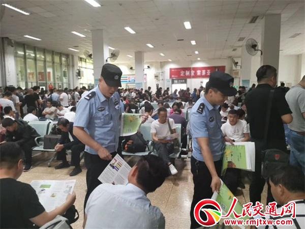 陕西榆林铁警强化站区治安管控 为旅客打造温馨出行路