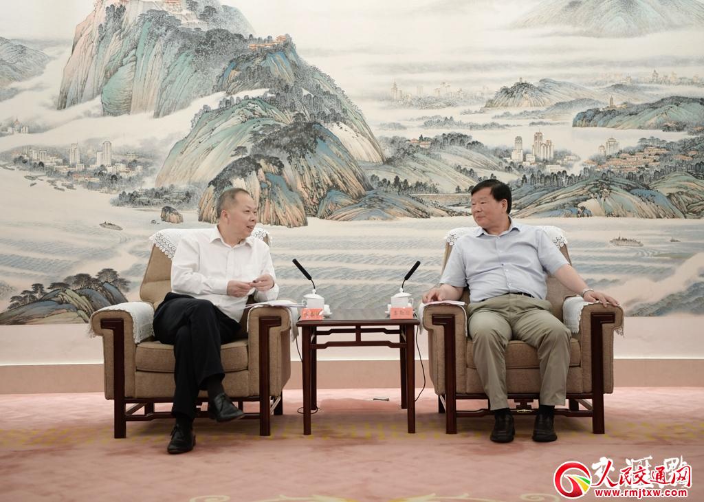 娄勤俭会见中国铁建董事长陈奋健 就深化合作进行交流
