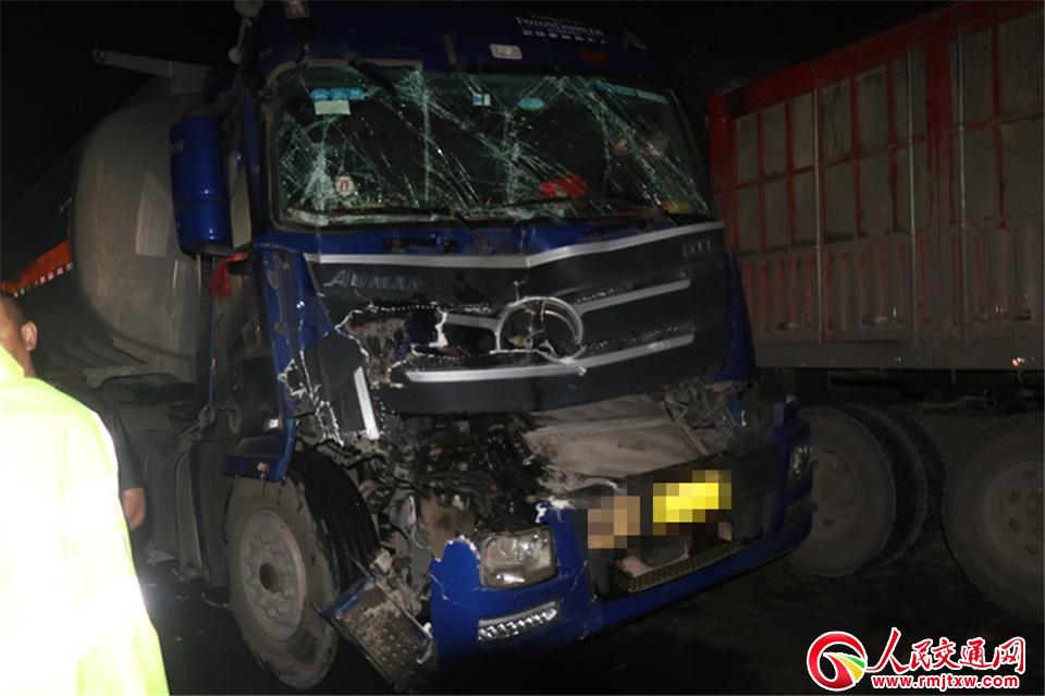 吕梁石楼发生一货车因下坡超速导致制动不力追尾事故