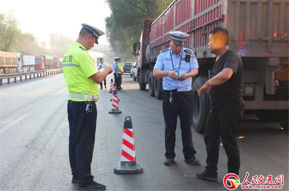 吕梁汾阳市交警大队:现场检查揪违法  靠前行动保平安