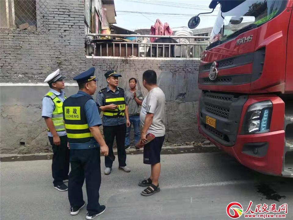 晋城阳城公安交警大队联合环保、交通等部门开展尾气检测执法行动