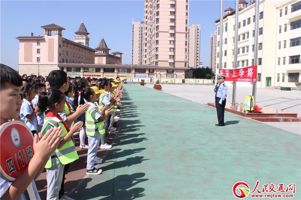 """忻州繁峙公安交警走进校园开展""""开学季""""交通安全宣传教育活动"""