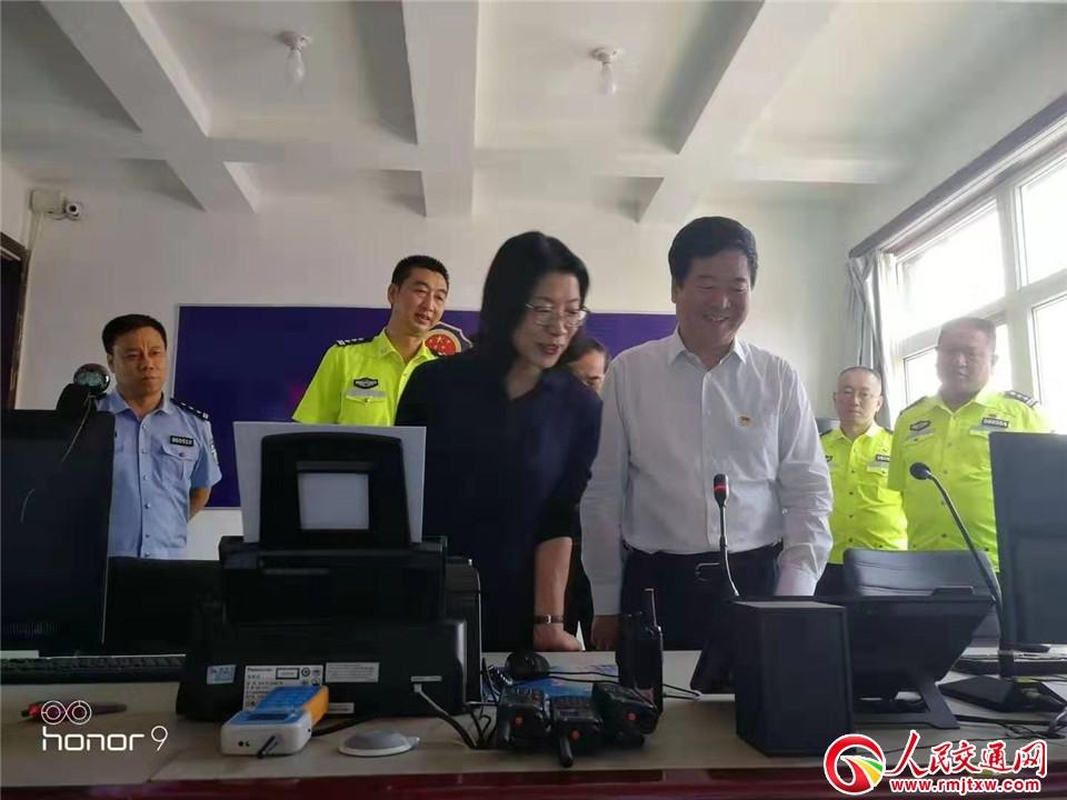 吕梁交城县领导在交警大队调研指导工作