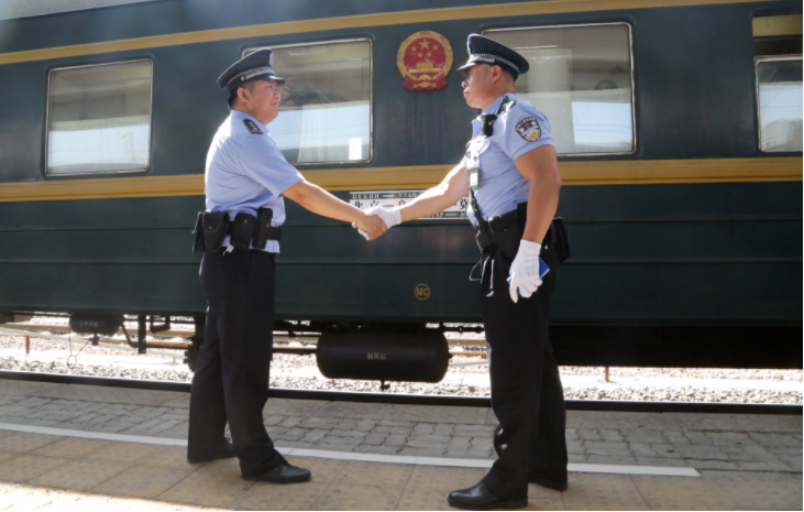 老乘警:在国际列车上的时间比在家多