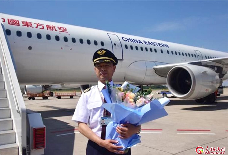 中国机长: 鹰击长空,扶摇直上九万里