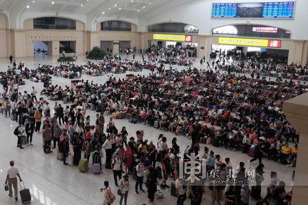 中秋国庆小长假期间 哈尔滨至北京方向旅客列车达23对