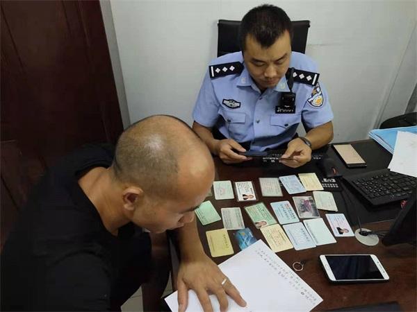 中秋佳节 贵州锦屏特巡警助失主找回遗失钱包