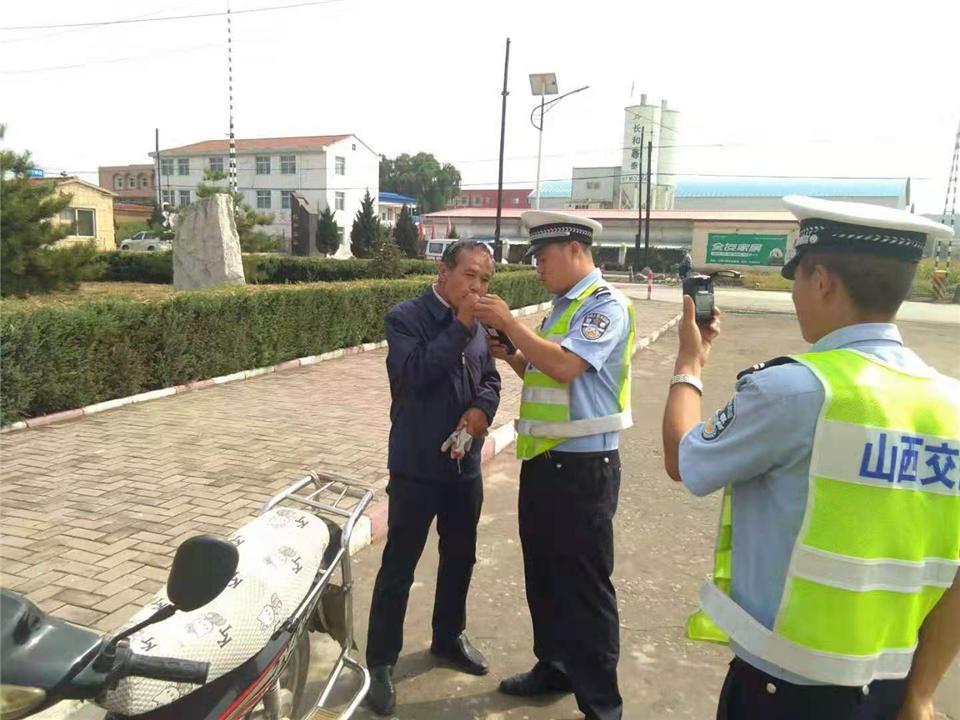 长治沁县交警严控酒驾力保秋季交通安全