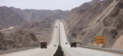 库尔勒公路管理局: 天山脚下,民生领域专项整治在今秋