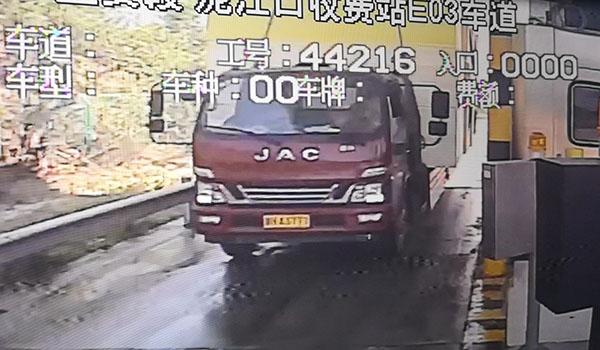 货车超高运输劝返,超限不超重同样违法