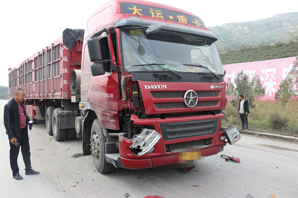 吕梁石楼:一司机因操作不当致一人受伤三车损坏