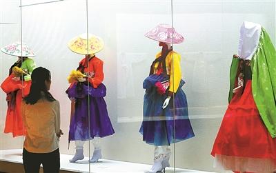 宁波博物馆展出朝鲜族传统服饰