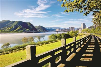"""建德新安江""""生命工程""""变身80公里山水画廊"""