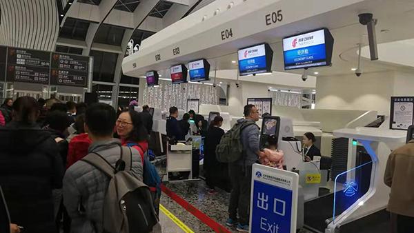 北京大兴国际机场国际航线今天开航 首批旅客顺利完成通关手续