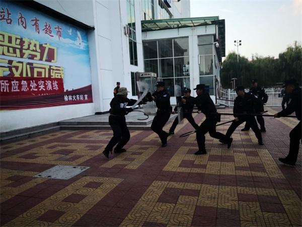 陕西榆林铁路派出所联合路内单位 共同开展反恐应急处突演练