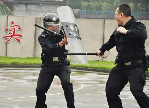 以练促战以练促战 怀化铁警深入开展全警实战大练兵活动