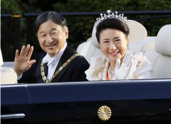 日本天皇夫妇巡游:2.6万警力保障,乘坐车辆花500万改装